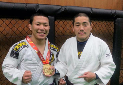 植松先生とダーシマ選手.jpg